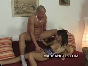 Секс девушки в оранжевой майке