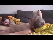 Видео женщины снимают трусы у мужика