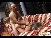 Порно видео зрелые мужчины с молодыми деву
