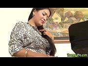 Толстый мужик трахает женщину в миссионерской позе