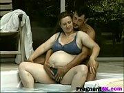 Порно видео два мужика трахают попутчицу