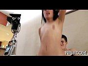 Зрелая женщина дрочит член мужику при помощи массажера фото 109-889