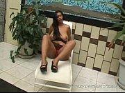Порно две заставляют лизать третью в душе ноги русское фото 729-65
