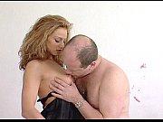 Большой член нигера сносит даму спермой