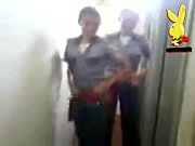 tanga mostrando desmadre echando y uniformadas policias Mujeres