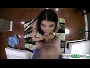 Девушка адела пенис и трахает свою подругу все видео