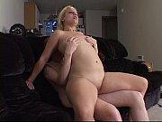 Жена лижет лижет любовнику ноги при муже