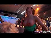 Видео девушки показывают свои писи