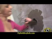 Видео где баба суёт пальцы в жопу бабе