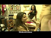 Порно видео разрыв целки крупным планом