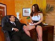Стройная девушка в белом бикини видео