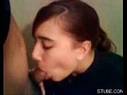 Девушка жестко отсасывает сперму