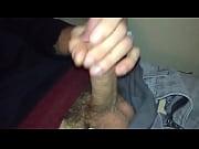 Брат подглядывает за мастурбируещей сестрой и трахает