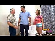 Зрелые женщины раздеваются перед мужчиной видео