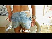 Аппетитные телки занимаются анальным сексом видео
