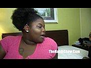 Большой член кончает прямо волосатую киску онлайн видео