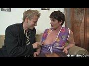 Порно подпорка ебут и кончают в пезду