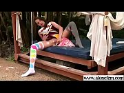 смотреть видео онлайн подглядывание под юбкой