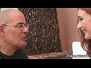 Жінка пускае сперму з рота врот чоловіку