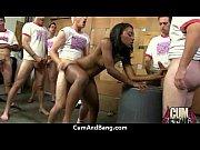 Большая черная женщина сосет большой член