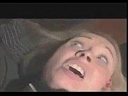 Горячая медсестричка в телесных чулочках трахается на кровати с пациентом