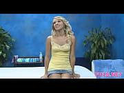 Скромная блондинка сопротивляется порно