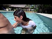 Mia khalifa fuck in the pool