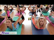 FitnessRooms Yoga girls...