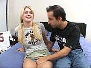 Пузатый мужик трахает привязанную девушку