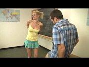Смотреть порно ролик сын порит молодую мачеху пока отец на работе