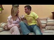 Видео женщины кончабт с белыми выделениями