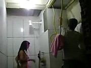 REAL - Esposa safada toma banho na frente dos p...