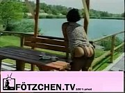 Муж подсматривает в щелку за тем как трахают его жену смотреть видео