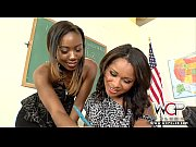 Лизбиянки занимаются анальным сексом видео