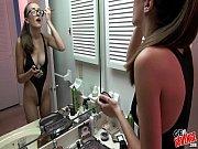 Девушка с цветком делает красивый минет порно онлайн