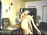 Русская жена сосет мужу в постели со спермой