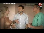 Трахнул красотку в спортзале порно видео