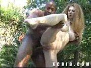 пьянющею женушку долбят стадом