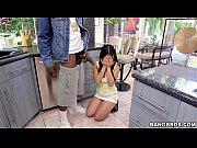 Молодая мусульманка трахается с белым