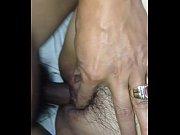 Телка орет от огромного хуя в жопе