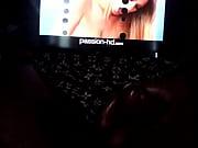 Толпа парней по очереди кончает в киску девушки онлайн видеоролик