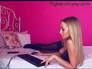 Эротичная грудастая блондинка видео