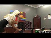 Порно девушка трахает надувного парня