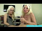 Сексуальная мамочка с сыном в порно