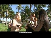 Голая девушка занимается на тренажере видео