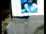 Мама одевает белья инцест порно
