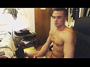 Красотка мастурбирует на вебку видео