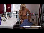 Блондинку в джинсовой юбке выебали раком