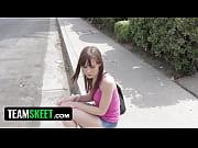 Девушка девствиница дрочит на камеру