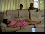 Русская спящая зрелая мамаша дает в жопу